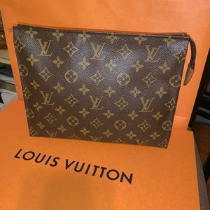 Authentic Louis Vuitton Toiletry 26 EUC